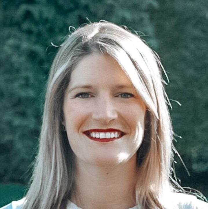 Samantha McKenna, founder of #samsales. Previously Head of Sales, Enterprise, NYC, for LinkedIn..